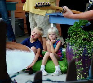 dzieci_słuchające_muzyki
